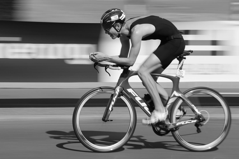Triathlon Bundesliga, Radsport, Radfahren, Road Bike, Road, Tübingen, Rennrad, schnell, fast, Einsatz, leiden, speed, Geschwindigkeit, Mitzieher, Panning Shot, Panning,