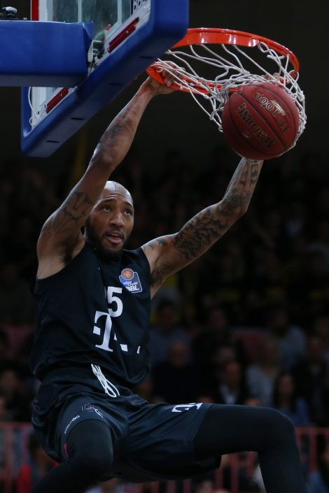 Basketball, Sport, sports, Dunk, Action, Aktion, easyCredit BBL, easyCredit Basketball Bundesliga, Telekom Baskets Bonn, Spieler, Player, Korb, Korbanlage, Spalding TF-1000, Dunk, dunking