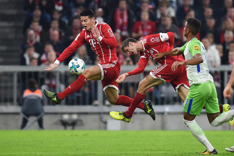 Fussball, Fußball, Soccer, Sport, sports, Torchance, Action, Aktion, Kopfball, Bundesliga, FC Bayern München, VfL Wolfsburg, Spieler, Player