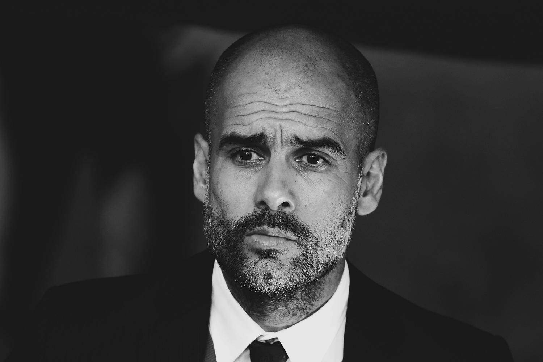 Startseite, Fussball, Fußball, Soccer, Sport, sports, Bundesliga, FC Bayern München, nachdenklich, überlegt, Stirnfalten, Anzug, Krawatte, Trainer, Coach