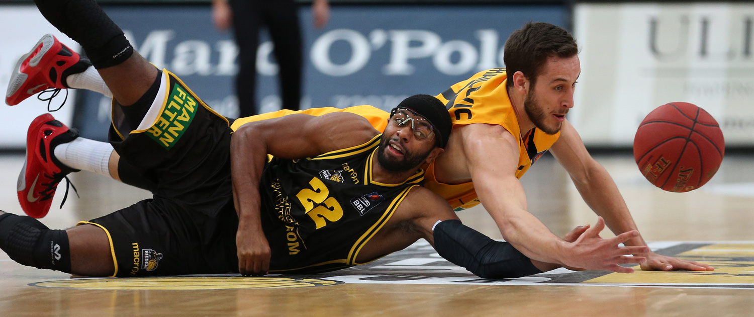 Basketball, Sport, sports, Zweikampf, Action, Aktion, hustle, hustling, easyCredit BBL, easyCredit Basketball Bundesliga, Walter Tigers Tübingen, MHP RIESEN Ludwigsburg, Spieler, Player
