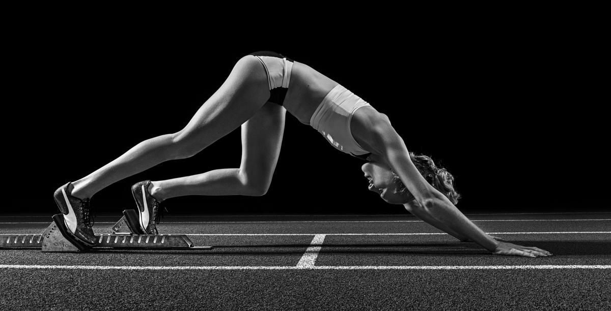 Startvorbereitung, Werbefotografie, Werbephotographie, Leichtathletik, 400m Huerden, Startseite, Jackie Baumann, Olympionikin